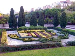 Jardines de Turia flowerbed with Valencia crest